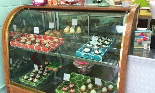 Ashlynn-leigh-cakes-display